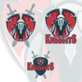 De mascotteembleem van het ridderspantser Eigentijdse sport boze logotype Stock Fotografie