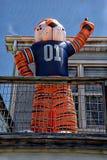 De mascottes van de universiteitsvoetbal zijn altijd kleurrijke toevoegingen aan om het even welk milieu royalty-vrije stock foto's