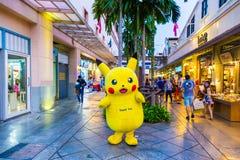 De mascottetribunes die van Pokemonpikachu klanten begroeten in Asiatique, B Royalty-vrije Stock Afbeelding
