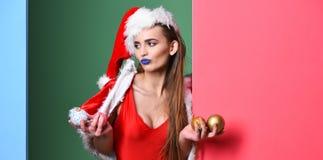 De maskerade van de Kerstmispartij van het kerstmanmeisje Vier poolpartij Het kerstmanmeisje sexy met maakt omhoog Meisjes rode z royalty-vrije stock foto's
