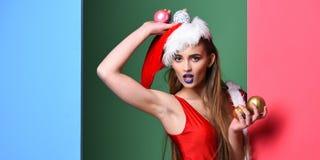 De maskerade van de Kerstmispartij van het kerstmanmeisje De winter exotische vakantie Het kerstmanmeisje sexy met maakt omhoog M stock foto's