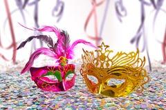 De maskers en de achtergrond van Carnaval Stock Foto