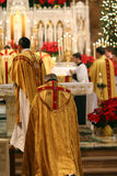 De massa van de kerstavond bij Kerk Royalty-vrije Stock Afbeeldingen