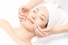 De massage van het gezicht stock afbeeldingen