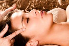 De massage van het gezicht Stock Foto's