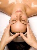 De massage van het hoofd en van de schouder stock afbeeldingen