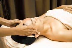 De massagetherapie van het gezicht royalty-vrije stock fotografie