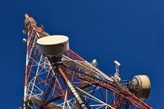 De mast van de telecommunicatie. royalty-vrije stock afbeeldingen