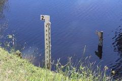 De maten meten de waterspiegel bij Barkers Kreekreservoir, Austr royalty-vrije stock foto