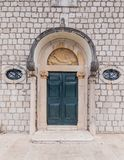 3 de mayo de 2019, Cavtat, Croacia Detalle arquitect?nico imagenes de archivo