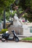 3 de mayo de 2019, Cavtat, Croacia Estatua de Valtazar Bogisic imágenes de archivo libres de regalías