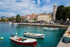 3 de mayo de 2019, Cavtat, Croacia Torre de iglesia imagen de archivo