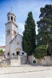 3 de mayo de 2019, Cavtat, Croacia Torre de iglesia imágenes de archivo libres de regalías