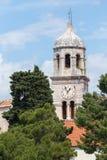3 de mayo de 2019, Cavtat, Croacia Torre de iglesia foto de archivo
