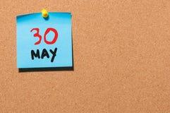 30 de mayo Día 30 del mes, calendario en el tablón de anuncios del corcho, fondo del negocio Tiempo de primavera, espacio vacío p Foto de archivo libre de regalías