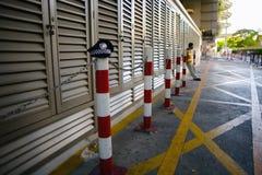 13 de mayo de 2013 bangkok tailandia Guardia de seguridad cansado del trabajo Fotos de archivo libres de regalías