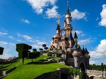 24 de mayo de 2015: Castillo en Disneyland París Fotografía de archivo libre de regalías