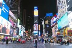 16 de mayo de 2016 muchedumbres del Times Square El sitio se mira como el wor Imagen de archivo