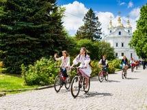 16 de mayo de 2015: Poltava ucrania Women&#x27 de ciclo; desfile de la bici de s Foto de archivo libre de regalías