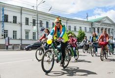 16 de mayo de 2015: Poltava ucrania Women&#x27 de ciclo; desfile de la bici de s Foto de archivo