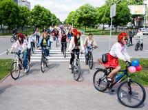 16 de mayo de 2015: Poltava ucrania Women&#x27 de ciclo; desfile de la bici de s Fotos de archivo libres de regalías