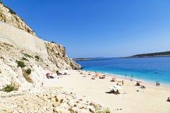 29 de mayo de 2016: Turistas en la playa de Kaputas (playa de Kaputash) Fotos de archivo libres de regalías