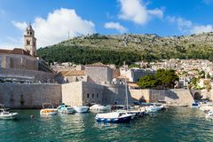 3 de mayo de 2019, Dubrovnik, Croacia Puerto viejo de la ciudad imagenes de archivo