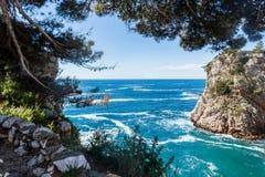 2019 5 DE MAYO, Dubrovnik Croacia Una de las bahías rocosas fotografía de archivo