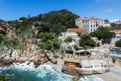 2019 5 DE MAYO, Dubrovnik Croacia Una de las bahías rocosas imagen de archivo libre de regalías