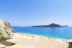 29 de mayo: Turistas en la playa de Kaputas, Turquía Foto de archivo libre de regalías