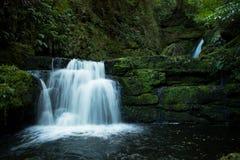 De McLean nedgångarna på den Tautuku floden i Nya Zeeland Royaltyfria Bilder