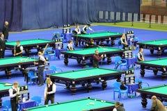 De mededingers nemen aan Biljarttoernooien deel Royalty-vrije Stock Afbeeldingen