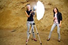 De medewerker en het model van de fotograaf Royalty-vrije Stock Foto's
