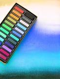 De media van de kunstenaar, krijtpastelkleuren op waterverfwas Royalty-vrije Stock Afbeelding