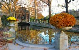 De Medici-fontein, de tuin van Luxemburg, Parijs, Frankrijk stock fotografie