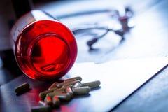 De medische behandeling van de de capsuledaling van de Geneeskundepil Royalty-vrije Stock Afbeelding