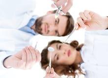 De medische instrumenten, de achtergrond is vaag Royalty-vrije Stock Afbeeldingen