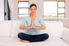 De meditatie van de vrouwenyoga Stock Foto's