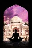 De meditatie van de yoga in India Stock Afbeeldingen