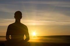 De meditatie van de zonsondergang. Royalty-vrije Stock Foto's