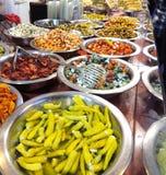 De mediterrane delicatessenwinkel verzet tegenzich Stock Afbeelding
