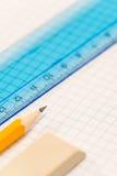 De meetkunde van de school levert potlood, rubber en heerser stock afbeeldingen