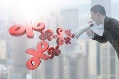 De megafoon van de mensengreep met percentagetekens die uit bespuiten Stock Fotografie