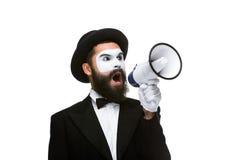 De megafoon van de mensenholding maakt hevig lawaai royalty-vrije stock foto