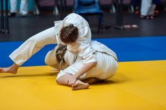 De meisjes concurreren in Judo Stock Foto's