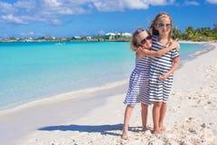 De meisjes genieten van hun de zomervakantie op Royalty-vrije Stock Afbeelding
