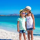 De meisjes genieten van hun de zomervakantie op Royalty-vrije Stock Afbeeldingen