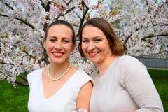 De meisjes hebben een de lenteviering in Vilnius-stad Royalty-vrije Stock Foto's