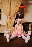De meisjes kleedden zich als poppen. Stock Afbeelding