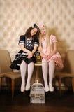 De meisjes kleedden zich als poppen. royalty-vrije stock afbeeldingen